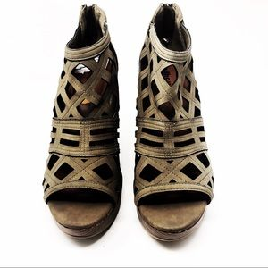 Dollhouse Taupe Kendrick Wedge Sandals Size 11 New